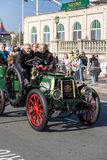 BRIGHTON, HET OOSTEN SUSSEX/UK - 1 NOVEMBER: Auto die Fini naderen Royalty-vrije Stock Foto's