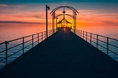 Brighton Jetty avec des personnes au coucher du soleil Photographie stock libre de droits