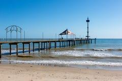 Brighton Jetty bonito em um dia ensolarado com o céu azul em Sou fotos de stock royalty free