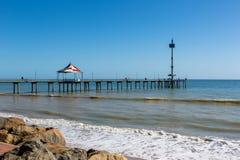 Brighton Jetty bonito em um dia ensolarado com o céu azul em Sou imagens de stock royalty free