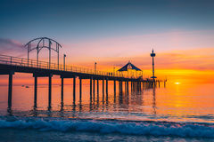 Brighton Jetty met mensen bij zonsondergang Stock Foto