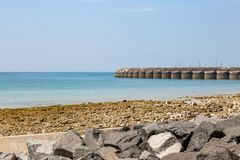 Brighton Marina z niebieskie niebo koszt stały obrazy royalty free