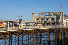 Brighton Pier dans le Sussex est photos stock