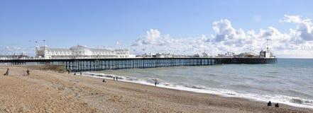 Brighton Pier Panorama op zonnige dag Stock Foto
