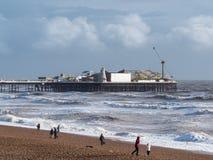BRIGHTON, SUSSEX/UK - 15 FÉVRIER : Brighton après la tempête dedans Photos libres de droits