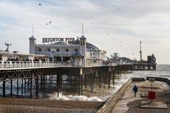 BRIGHTON SUSSEX/UK - JANUARI 27: Brighton Pier i Brighton på Arkivbilder