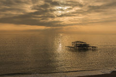 Brighton West Pier au coucher du soleil Photo stock
