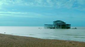 Brighton West Pier bleu artistique photo stock