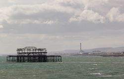 Brighton West Pier en mer images stock