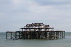 Brighton West Pier op een heldere dag Stock Foto's