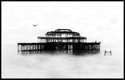 Brightons gespenstische Überreste alten Brighton Piers Stockfotografie