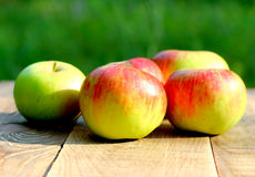 Brights aapples on wooden desk board Royalty Free Stock Images