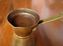 Briki turskish grec chaud de style de café Image libre de droits