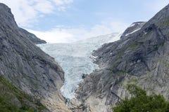 Briksdalsbreen glaciär på sommar i den Jostedalsbreen nationalparken i Norge Arkivbilder