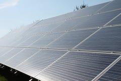 Brilhante e Sunny Solar Panels Imagens de Stock