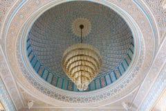Brilho dentro da mesquita grande em Kuwait Imagem de Stock Royalty Free