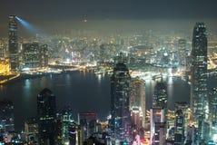 Brilho do laser em duas torres de Hong Kong Fotos de Stock Royalty Free