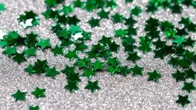 Brilho efervescente na forma de uma estrela Close-up em um fundo de prata filme