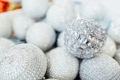 Briljant julprydnad för julgran Royaltyfri Fotografi