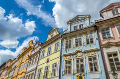 Briljante Gekleurde gebouwen in Praag Royalty-vrije Stock Foto's