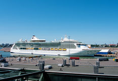 Brillant de paquebot des mers dans le port de Helsinki, aileron Images libres de droits