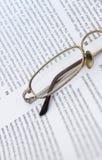 Brillen auf einer Dokumentennahaufnahme Lizenzfreies Stockbild