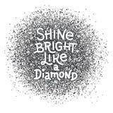 Brillez lumineux comme une citation de lettrage de main de diamant sur le fond texturisé par argent d'abrégé sur scintillement Ci Photos libres de droits