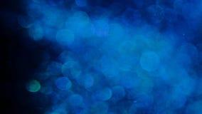 Brillo azul en la falta de definici?n en un fondo negro almacen de metraje de vídeo