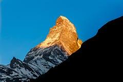 Brillo de oro de la luz del sol en la montaña de Cervino, Zermatt, Switzerla fotografía de archivo