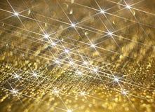 Brillo del diamante en un fondo de oro imágenes de archivo libres de regalías