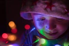 Brincadeiras com luzes de Natal fotos de stock royalty free
