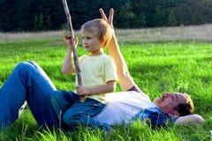 Brincalhão no prado Foto de Stock
