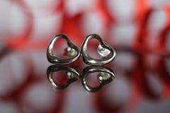 Brincos bonitos na forma do coração fotografia de stock royalty free