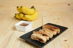 Brinde da banana na tabela de madeira foto de stock royalty free