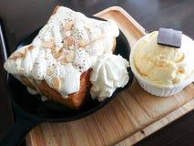 Brinde da manteiga com gelado imagem de stock royalty free