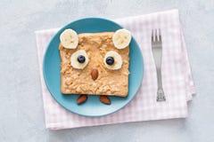 Brinde da manteiga de amendoim na forma da coruja para a refeição saudável das crianças Imagem de Stock Royalty Free
