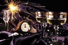 Brinde da meia-noite por o ano novo Fotos de Stock Royalty Free