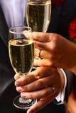 Brinde da noiva e do noivo Fotografia de Stock