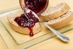 Brinde delicioso com doce no close-up da tabela Imagem de Stock