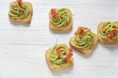 Brinde, guacamole e tomate Fotos de Stock