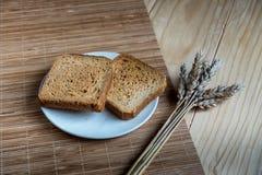 Brinde o pão e a orelha do trigo imagem de stock royalty free