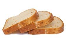 Brinde o pão integral cortado isolado no fundo branco com veget imagem de stock royalty free