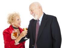 Brinde sênior de Champagne dos pares Fotografia de Stock