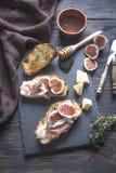 Brindes com bacon e figos Fotos de Stock