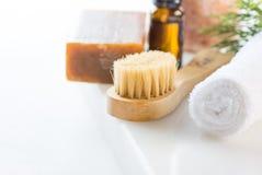 Brindille de l'Himalaya de genévrier de serviette d'huile essentielle de sel de houille de goudron de savon de rose fait main de  photo stock