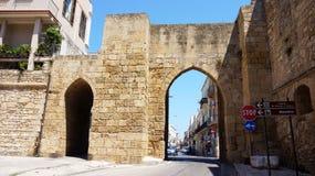 BRINDISI ITALIEN - AUGUSTI 2, 2017: Porta Mesagne port i den Brindisi staden, Apulia, Italien Royaltyfri Foto