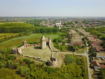 Bringen Sie Ansicht von Ruinen von BAC-Festung und -dorf in Serbien zur Sprache stockfotos