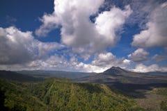 Bringen Sie Batur an, das vom Berg Kintamani, Bali angesehen wird stockfotos
