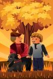 Bringen Sie das Spielen mit seinem Sohn und ihrem Hund hervor Stockfotografie
