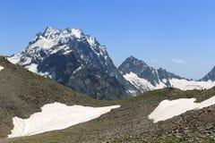 Bringen Sie Dombay-Ulgen, die Spitze des West-Kaukasus an Karachay-Cherkessrepublik, Russland Lizenzfreie Stockbilder